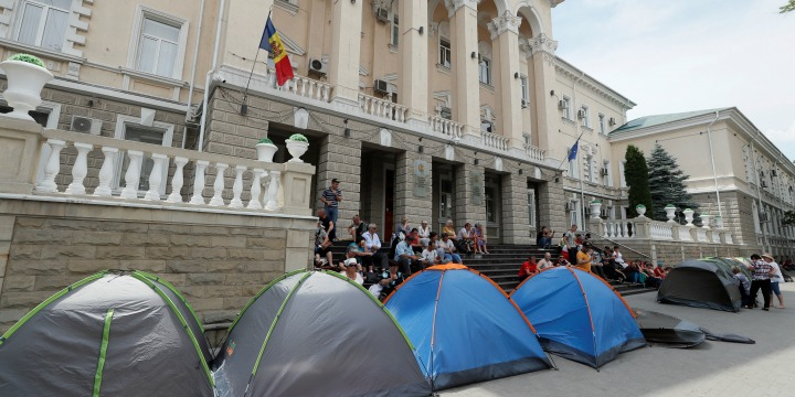 Moldovan new PM asks top court judges to resign