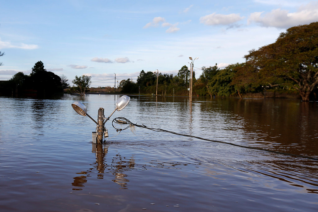 Floods in Uruguay displace thousands