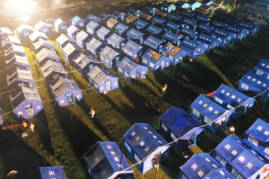Earthquake victims take shelter in Changning