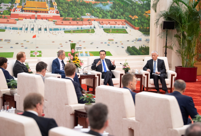 Chinese premier meets executives of famous multinational companies