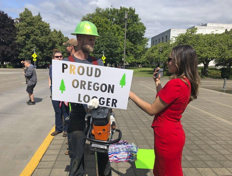 Militia threat shuts down Oregon Statehouse amid walkout