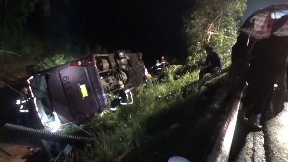 Bus crash kills 5, severely injures 6 in E China's Jiangxi Province