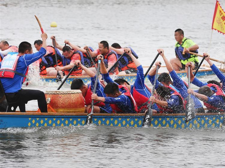 Teams from cities along Yangtze River Economic Belt participate in dragon boat race in Jiangsu