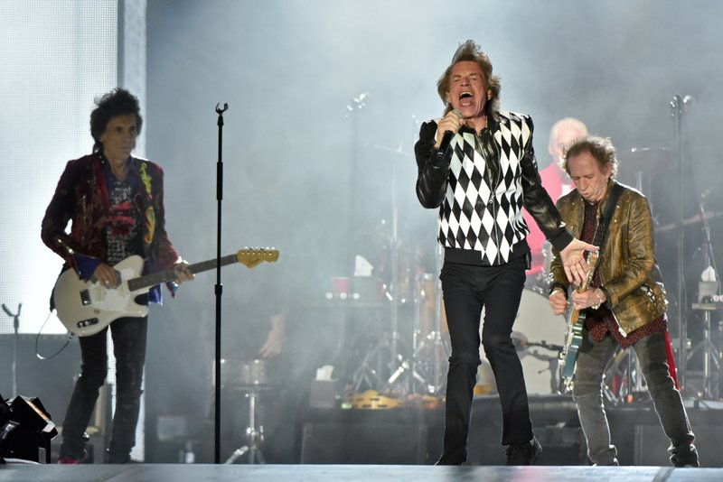 Jagger appears healthy as Rolling Stones rock Soldier Field