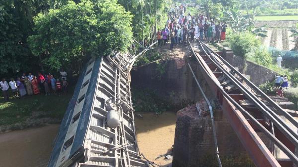 Bangladesh train derailment over canal kills five, injures 100: Police