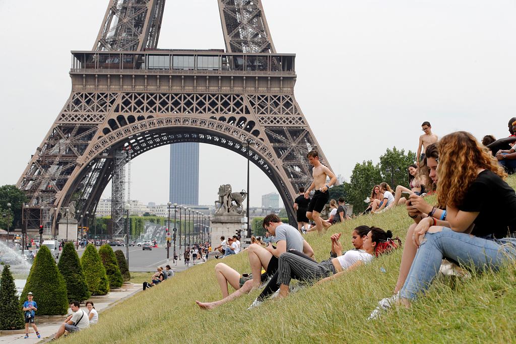 Heat wave hits France, vigilance increased