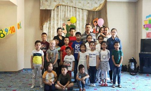 Uyghur businessman spreads Chinese language in Kyrgyzstan
