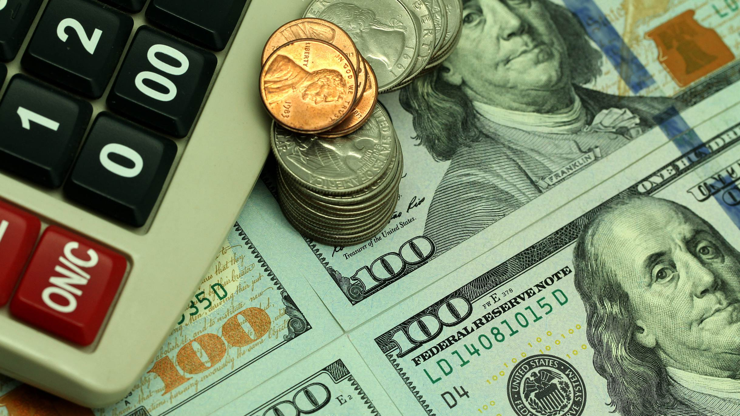 US dollar drops amid bets on rate cuts, geopolitical tensions