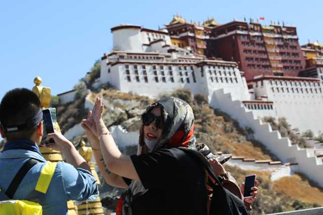 Plateau city Lhasa records highest temperature in four decades