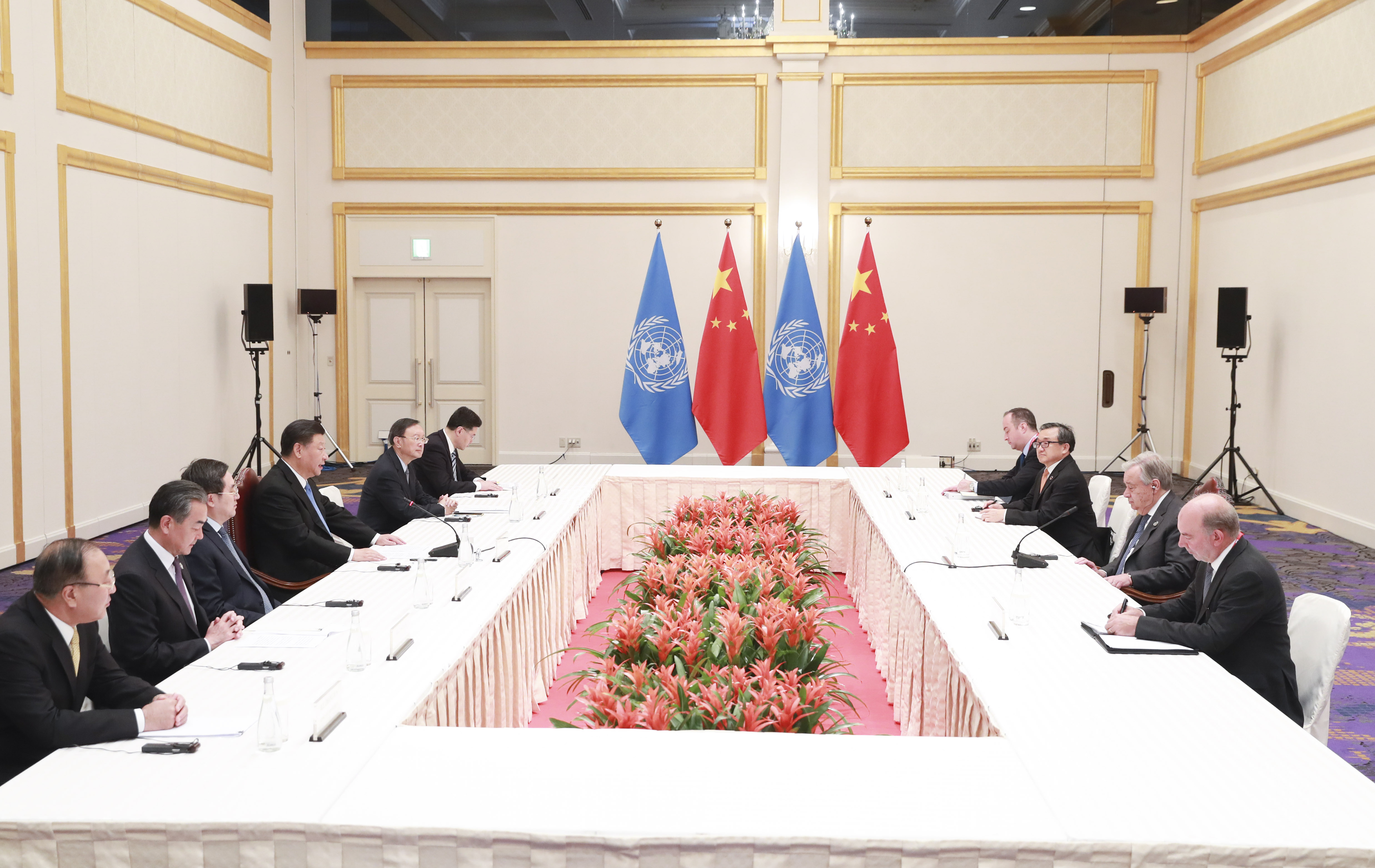 Chinese president says Gulf region at crossroads of war and peace