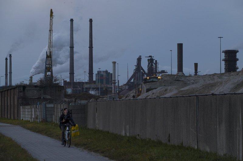 Dutch government presents measures to cut carbon emissions