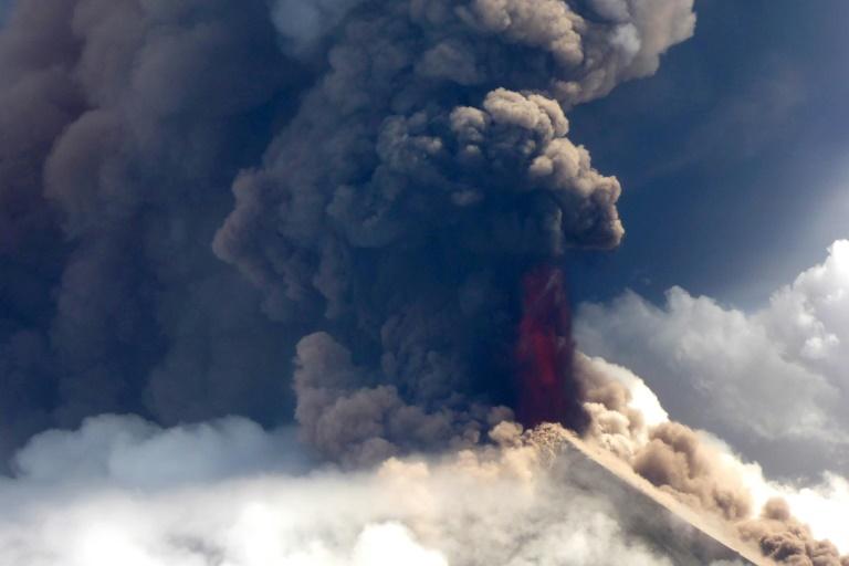 Papua New Guinea deploys army to help volcano emergency