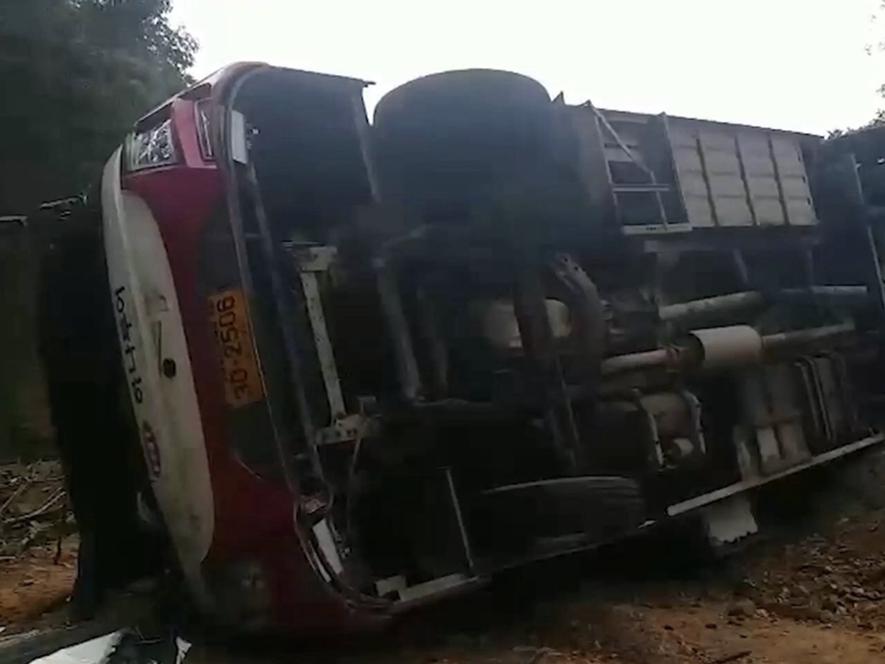 Four injured as tourist bus overturns in Thailand