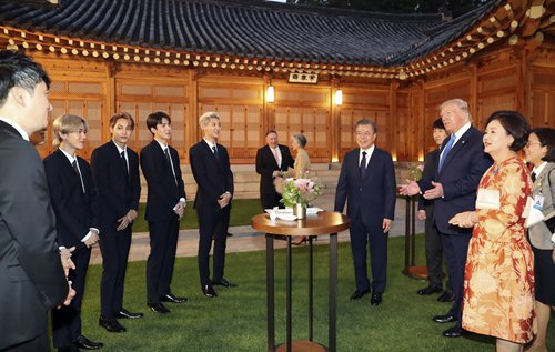K-pop band EXO performs at S.Korea's Blue House for US President Donald Trump