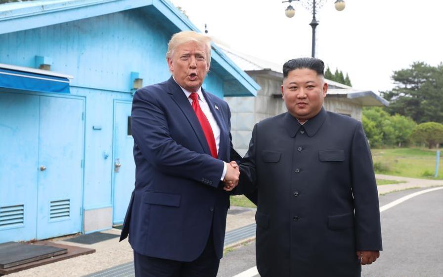 US President Trump, DPRK leader Kim meet in Panmunjom, pledge to restart talks
