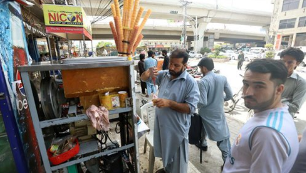 Heatwave hits Pakistan as temperature reaches 42 degrees Celsius