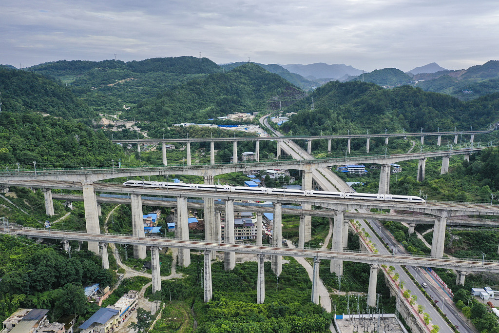Chinese railways to see 720 mln passenger trips in summer