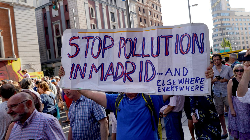 Thousands protest in Madrid over repealed car pollution ban
