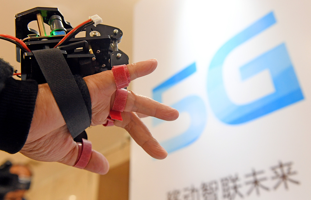 Chinese doctors conduct 5G-assisted remote orthopedic surgeries