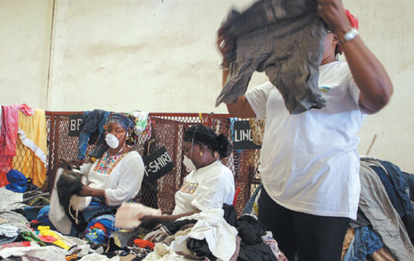 In Senegal, old clothes get a new life for profit