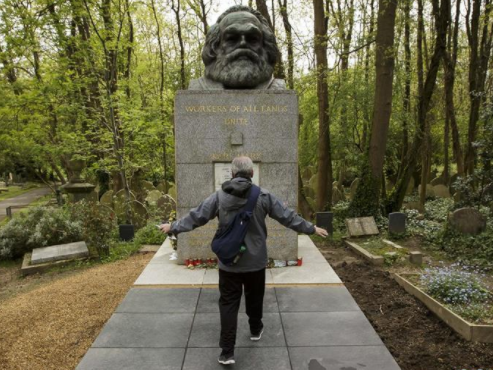 QR code introduced to Karl Marx tomb in London for Chinese tourists
