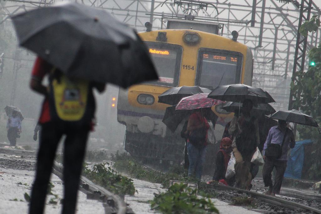 Dam breaches amid monsoon rains in India; 7 dead, 17 missing