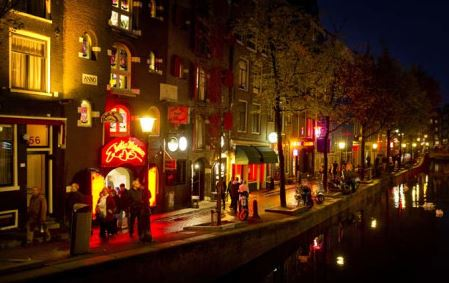 Close the windows? Amsterdam mulls red light district change
