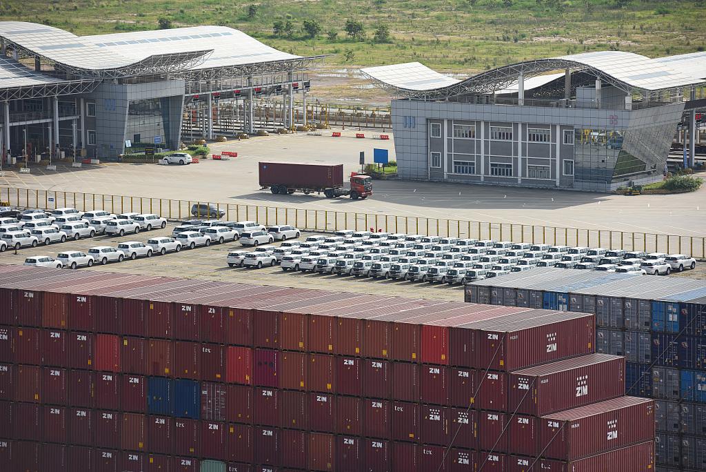 China's service trade up 3.5 pct in Jan-May