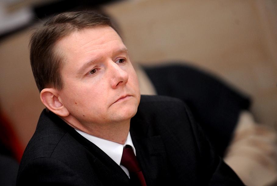 Latvia's chief banking supervisor resigns