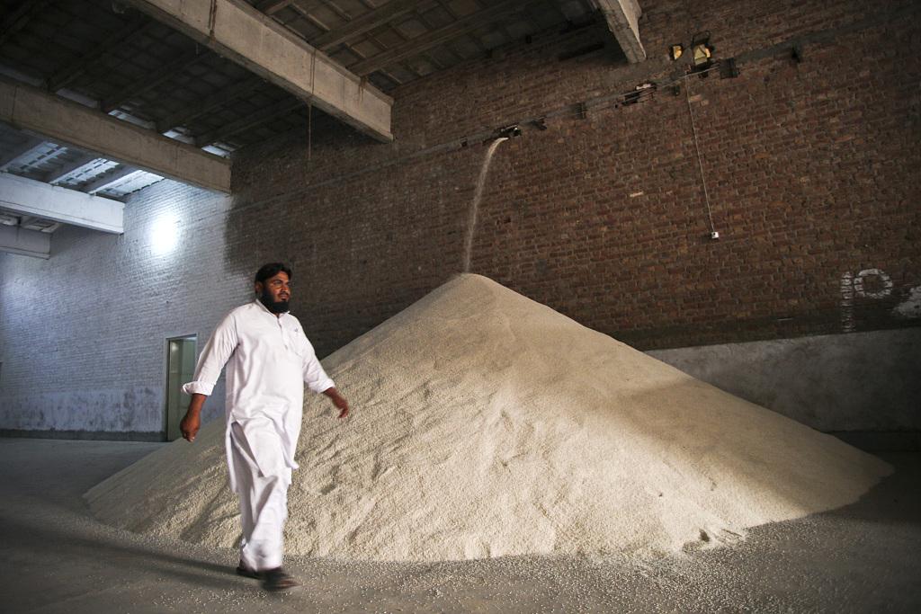 Pakistan, Iran agree to strengthen bilateral trade by removing bottlenecks