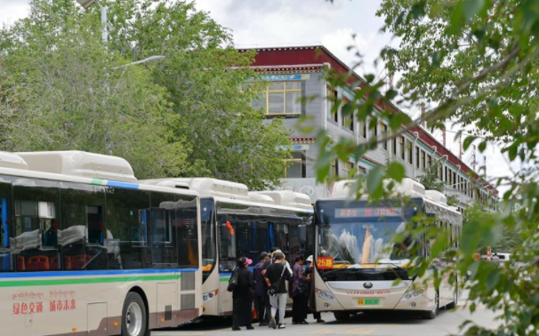 Lhasa launches 80 new energy buses to protect environment