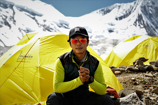 A Sherpa guide and summiteer of Qomolangma