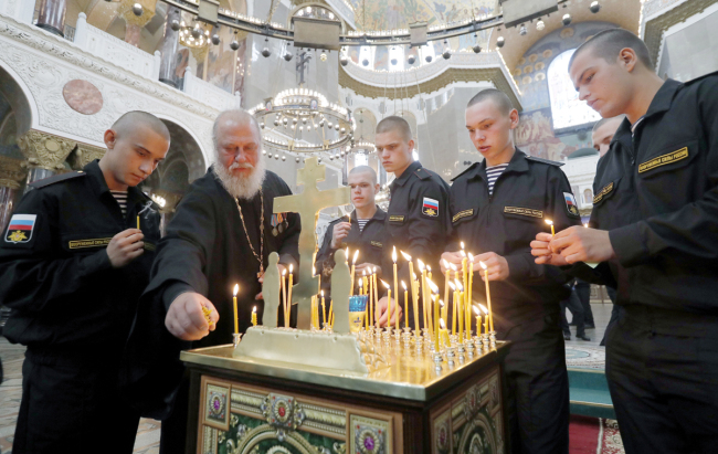 Putin honors deceased in submersible fire