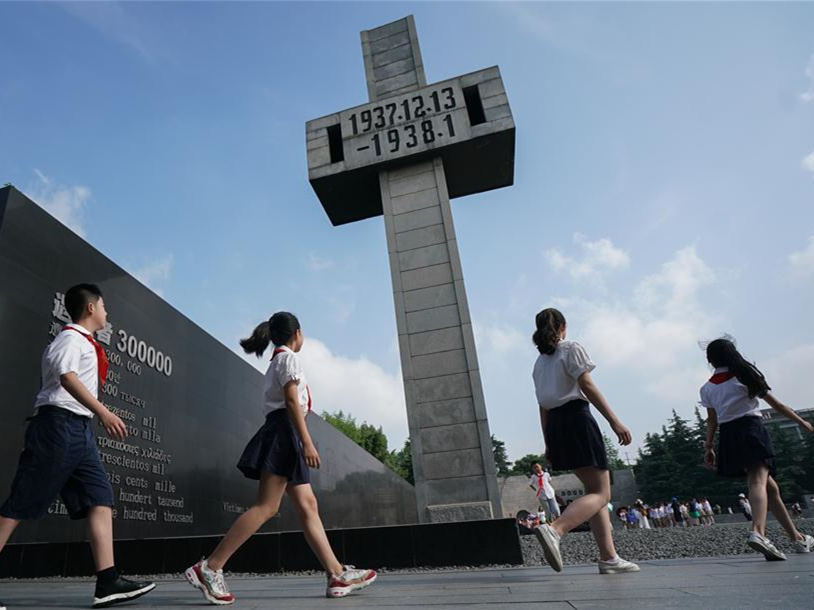People commemorate anniv. of beginning of nationwide war against Japanese aggression