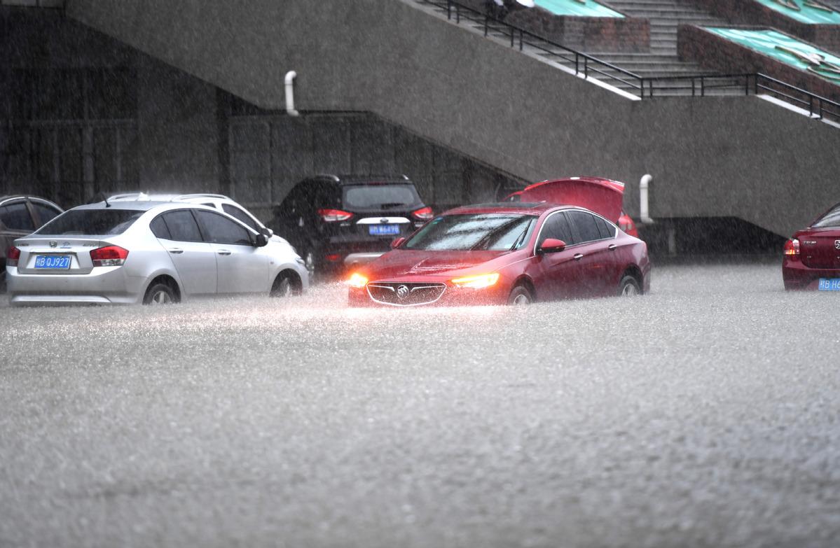 Massive rainfall lashes South, East China