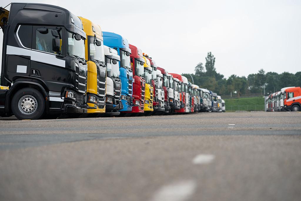 China's heavy-duty truck giant seeking larger overseas market: newspaper