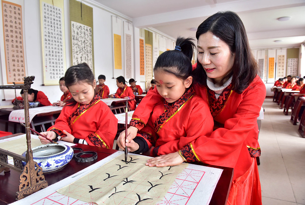 China trains 5,500 calligraphy teachers