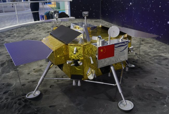 A model of China's robotic lunar probe Chang'e-4 is displayed during the 12th China International Aviation and Aerospace Exhibition, also known as Airshow China 2018, in Zhuhai city, south China's Guangdong province, 7 November 2018. [Photo: VCG]