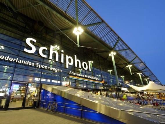 Planes crash at gate of Amsterdam Schiphol Airport, no injuries