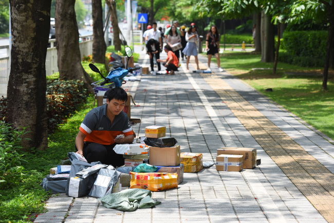 China to set up blacklist in express delivery services industry