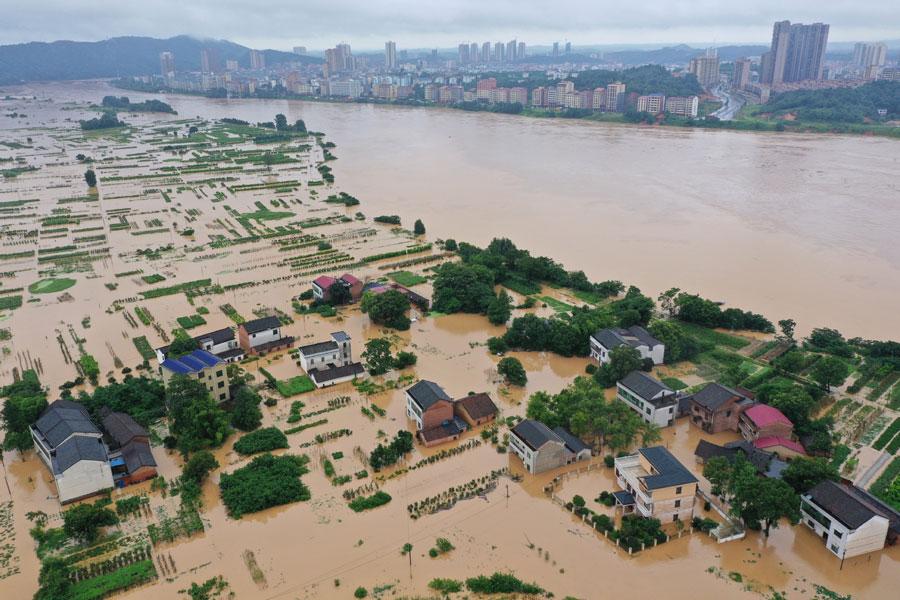 Floods wreak havoc in Hunan province