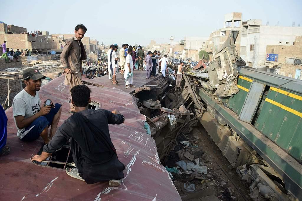 Train collision kills 13, injures over 70 in eastern Pakistan